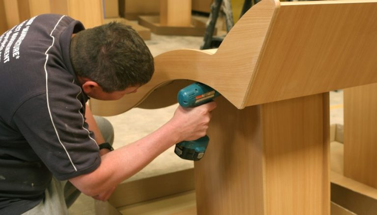 Improve digital skills for adult education in the furniture industry