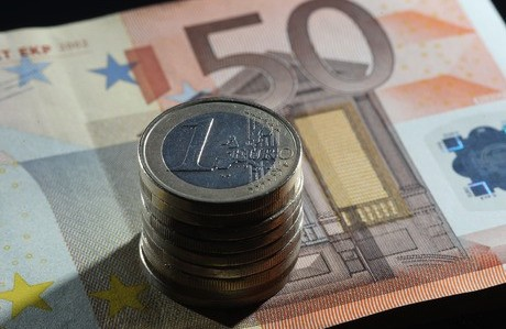 Commission publishes directive on minimum wages
